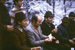Przy ognisku stoi od lewej Artur Bańkowski, pod nim siedzi Wilhelm Gawlik, Dr. Józef Reśko, Jerzy Walczowski, Kazimierz Skotnicki i Janusz Wójtowicz.