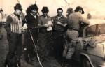 Przed polowaniem, od lewej stoją, Władysław Piksa, Tadeusz Bodziony, myśliwy nierozpoznany, Edgar Zieliński i myśliwy nierozpoznany.