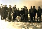 Polowanie na zające, na zdjęciach myśliwi, Aleksander Preisner, Jan Boligłowa, Kazimierz Kmietowicz, Michał Kmietowicz, rok 1949.