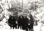 W przerwie polowania, od lewej stoją Jan Boligłowa, Bogumił Witkowski, Michał Wrona, Stefan Szyszka, Jan Bury i Józef Ruchała.