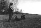 Kolega Jan Królikowski ze swymi ogarami.