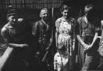 Przed polowaniem, drugi z lewej, Franciszek Kowal.